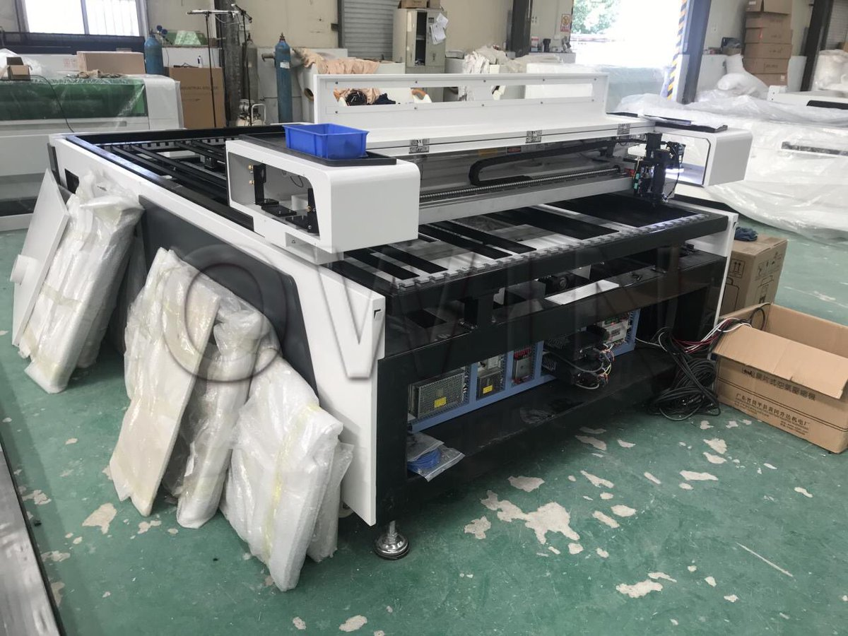 ball screw transmission,servo motor,auto focus laser head with CCD, follow-up smoke device for new design #1325lasermachine X,Y axis high accuracy moving,heavy duty structure. #lasermachine #CO2laser https://t.co/NixvxvcJwW