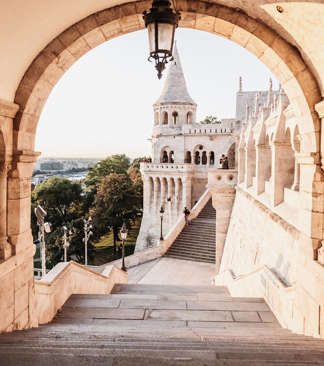 Every day brings us one step closer to summer. We can't wait to hike up to the Buda castle again for the most amazing view of the city. What #Budapest views are you dreaming of? #DreamwithFS https://t.co/5NDe6Aofiq