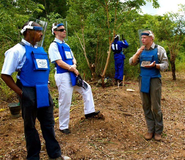 Back in the day. 2013: Touring a minefield being cleared by Halo Trust in western Mozambique when I was Dep. Asst. Sec. of State for Southern African Affairs. To my left is my good friend Amb. Doug Griffiths, former US Ambassador to Mozambique. https://t.co/YbRmh9ZKnD