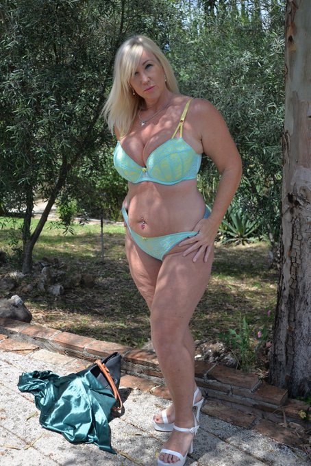 1 pic. New shoots done today for Southern Charms and TAC xx https://t.co/KlC6R0NYc1