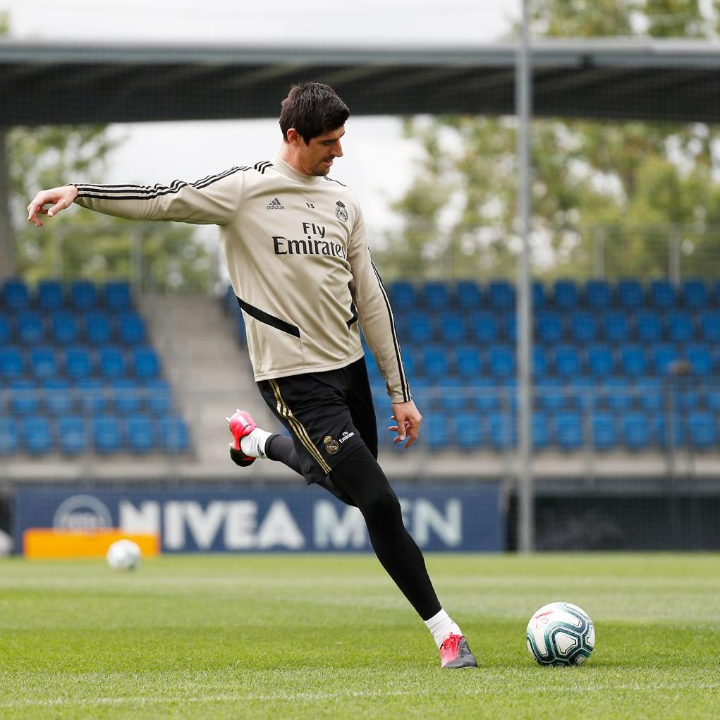 Let's keep moving.💥 We're looking forward to training all together when it's safe! #HalaMadrid #RMCity https://t.co/uKRrDGOxCH