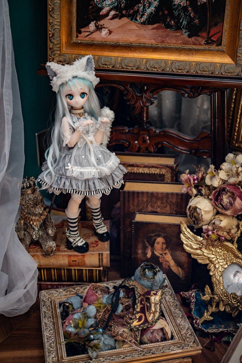 3月上旬に撮った写真を漸く現像したので貼っていきます   △ △    (ΘдΘ)「このドレスで最後の撮影なのね」 いや手放さないから最後ってわけじゃないよ^^;  場所は東京プチフールMini撮影スタジオ新宿店(@TokyoPetitfour)さんです マンションの1室にてんこ盛りの装飾がスゴイ! #ばにちょこ https://t.co/7VpKBKjbR4