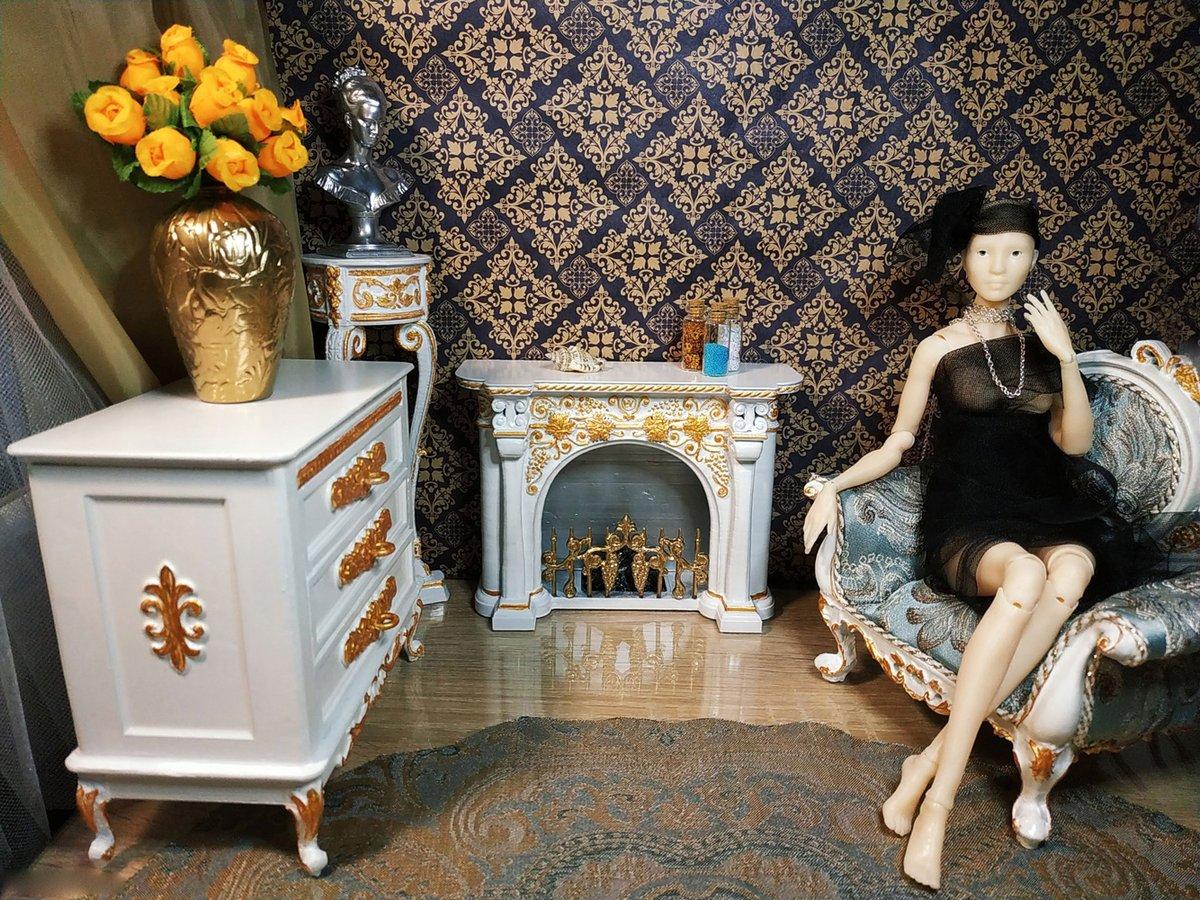 Baroque comfort. 1/6 scale.  #baroquefurniture #baroque #vintage #bjdfurniture #winzerdoll #handmade #3dprinted #3dprintedtoy #3dprinting #fireplace