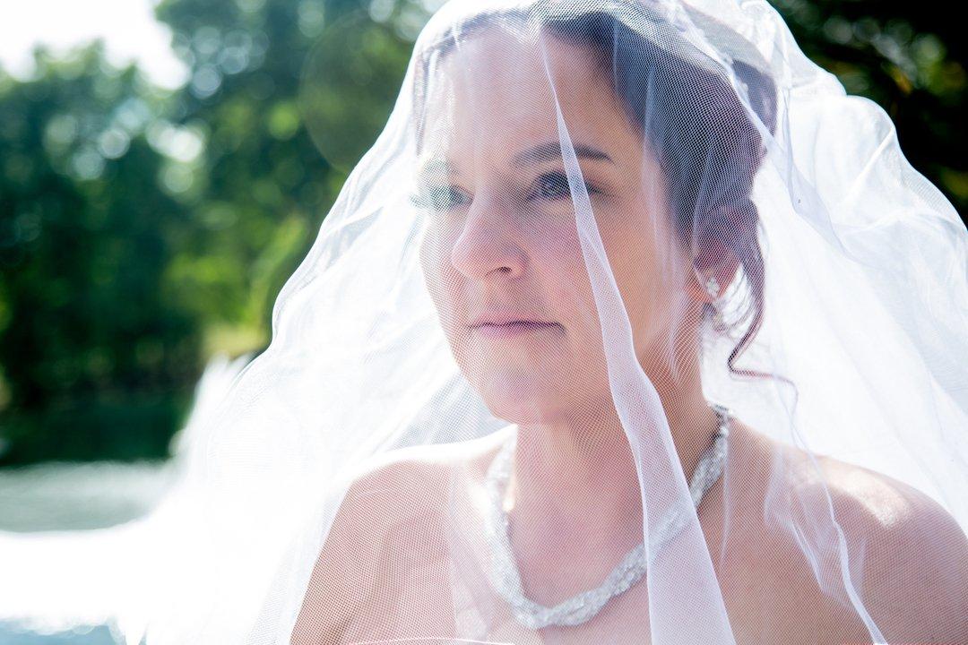 Beauty is the illumination of your soul!  #beautifullybold #weddingdayphotos #weddingdayradiance #veilphotos #bridalportraits #westmichiganphotographer #weddingphotographer #hollandmichigan https://t.co/NzxdRBe2lY