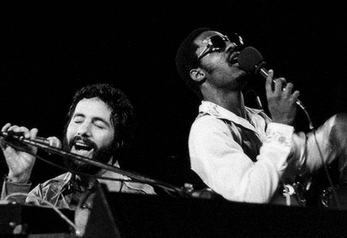 "I jammed live with Stevie once, he was playing 'Superstition' and I didn't know what the heck I was gonna do, until he said to me ""just the black keys!""   Happy Birthday #StevieWonder https://t.co/kPChxlbAQQ"