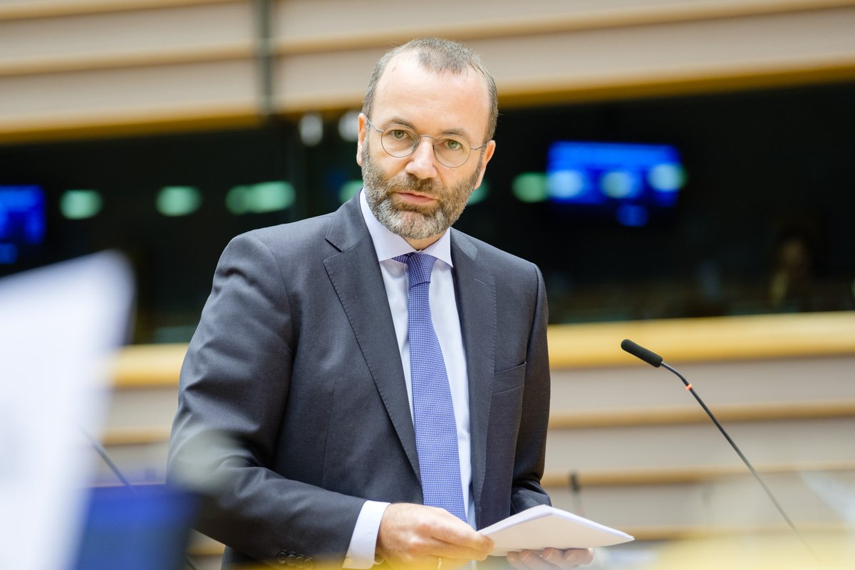Our ambition is to give back hope to Europe and Europeans. We will fight for a democratic, future oriented and people centred recovery plan, that gives young generation's new opportunities and show's our solidarity with the people that suffered most #coronavirus #EPlenary
