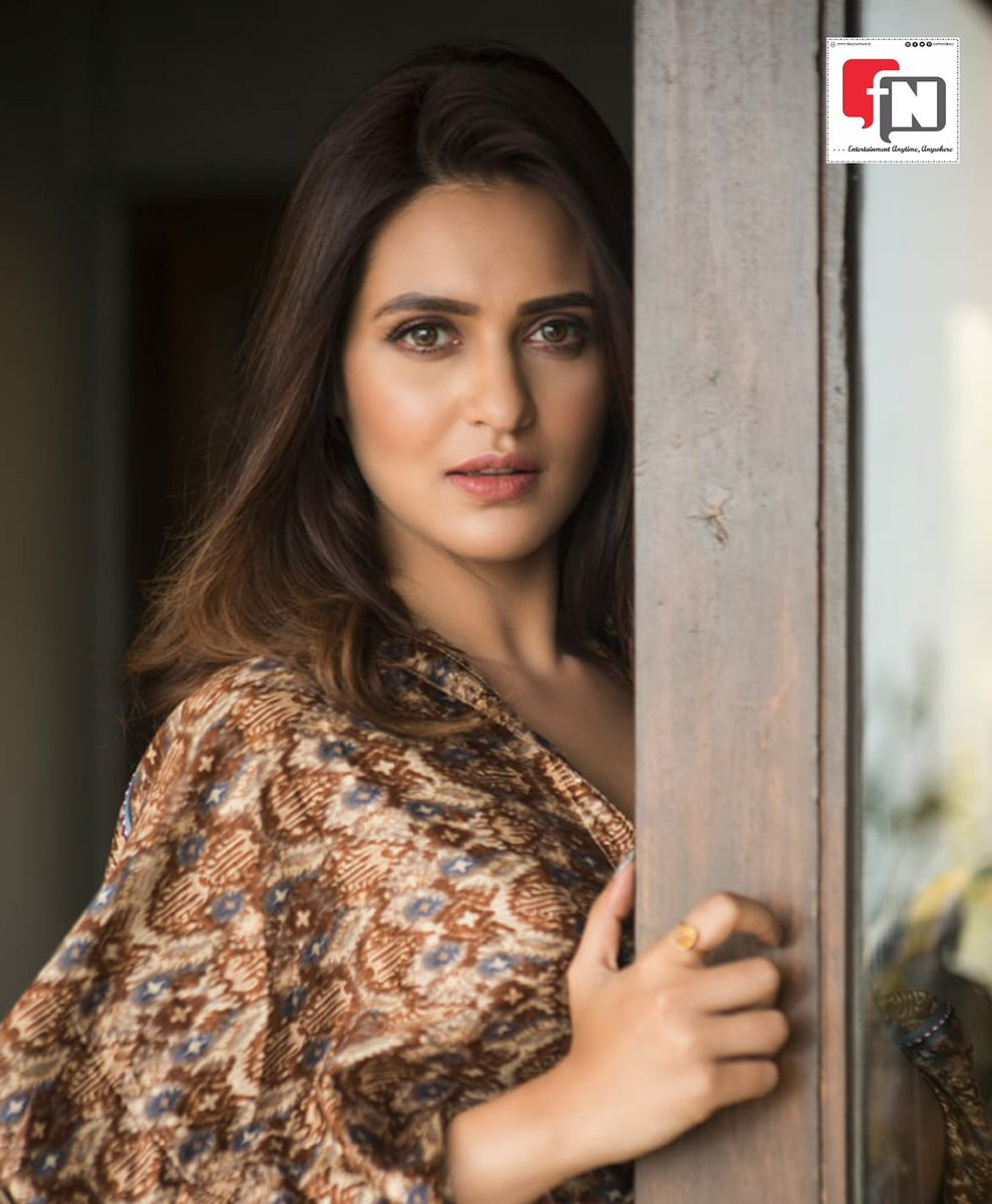 Stunner!  Latest picture of actress #PriyankaSarkar .  #filmynetwork #BengaliActress #kolkatagirl #tollywoodActress #stunning_shots #BeautifulBongs #actresslifepic.twitter.com/Rqj1kMWXQD