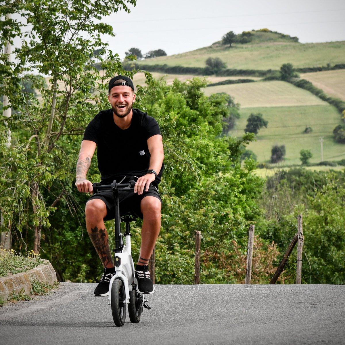 Sergej Milinkovic Savic turned up to Lazio training on an electric bike 😂