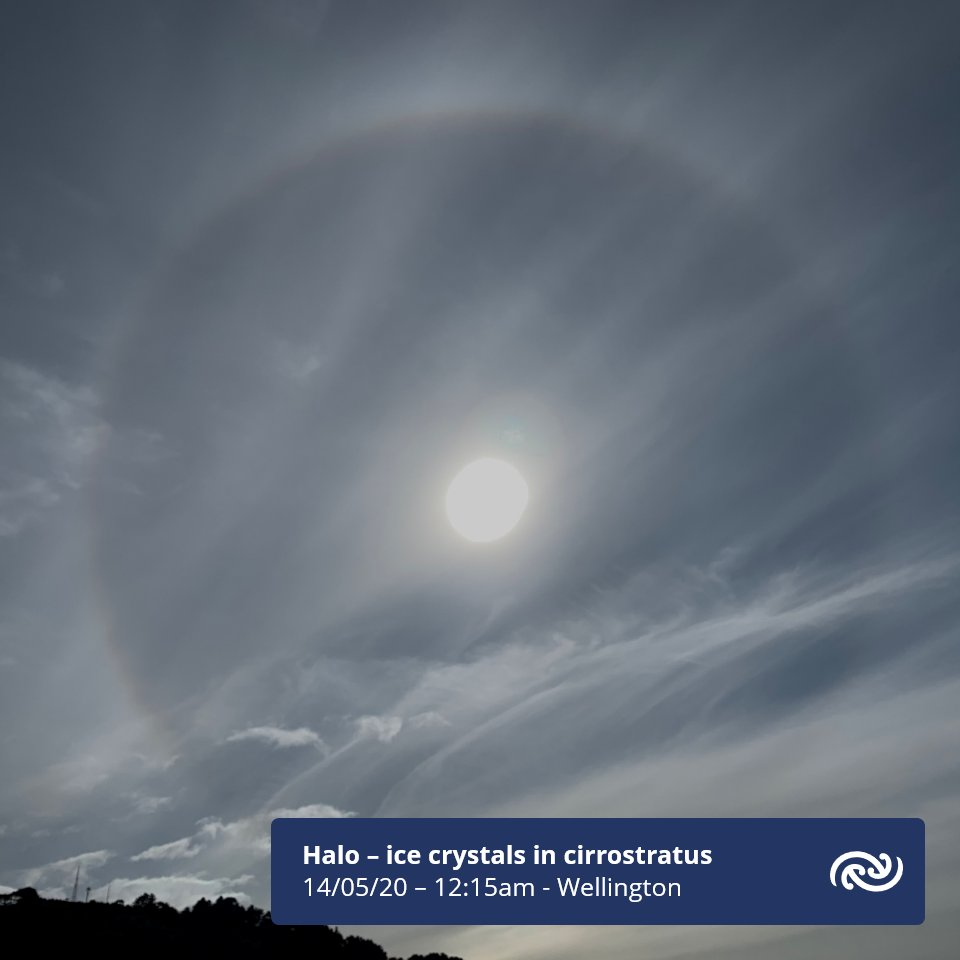 Lots of cirrostratus clouds over the North Island today. Here a particularly nice halo looking northwest from MetService HQ this afternoon towards Northland suburb. Find out more at blog.metservice.com/atmospheric-op…^AB