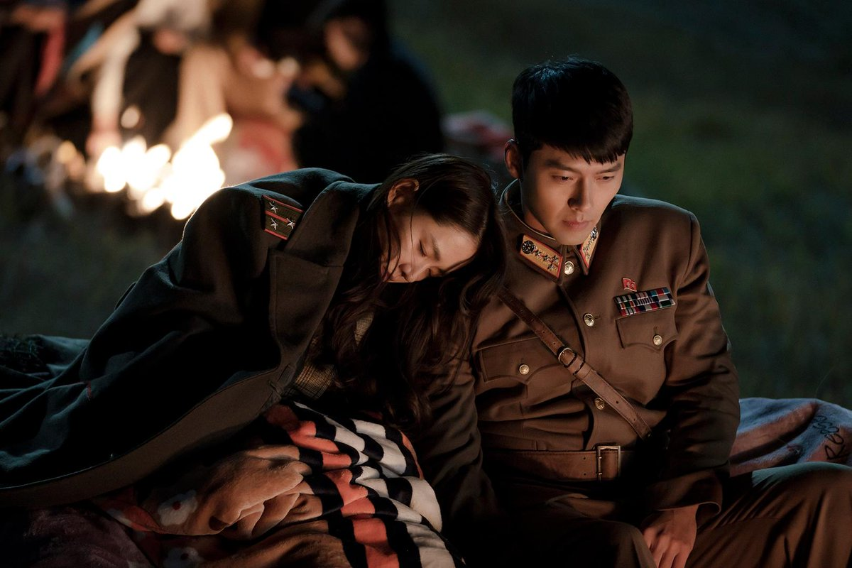 『#愛の不時着』の #人気にはワケがある北朝鮮の将校と韓国の財閥令嬢による恋愛ドラマの沼にハマる人が続出😍「切ない二人の運命に号泣」「イケメン過剰ヒョンビン様の中毒性」「第五中隊が可愛すぎ」「ファッションも素敵」あなたがハマったワケも教えてください!
