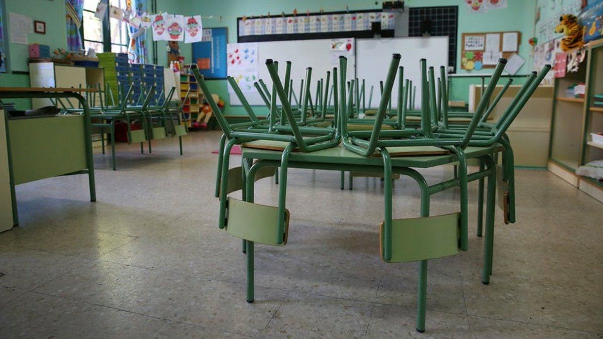 ¡#FelizJueves! En el día de hoy, en el 221° #TrasElValleDeAranaz, @jjaranaz94 se pregunta si los maestros volveran a las aulas. A su vez, propone jugar con palabras como #petricor(que es el olor a lluvia) o#francachela (reunión de varias personas):👇 obamaschannel.blogspot.com/2020/05/volver…