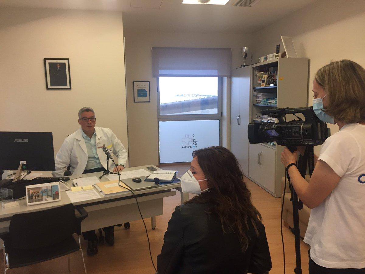El gerente @sedes_jose ha hablado esta mañana con @Telecartagena_ para comentar la situación actual #COVIDー19 en el Área de Salud:  ‼️Importancia de mantener la seguridad de pacientes y usuarios, y las recomendaciones de distanciamiento e higiene a toda la población‼️ https://t.co/zr5halJXOJ