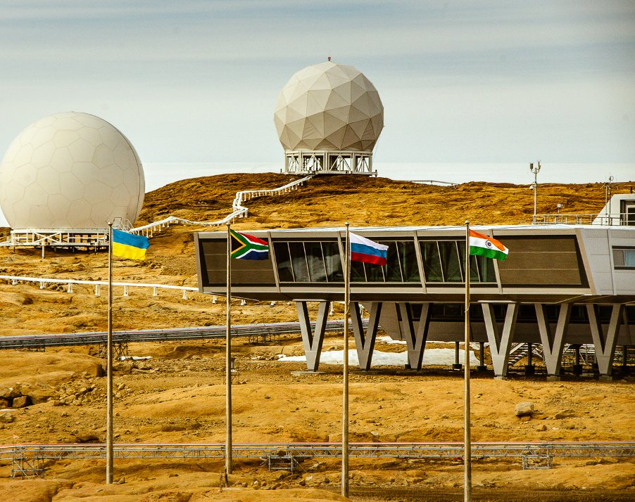 Before the lockdown was introduced, teams from other nations would visit Bharati base.  But since the measures were put in place Dr Tomar hasn't seen anyone from elsewhere in Antarctica.  https://t.co/9ZKN91oFd4 https://t.co/rXvbBZqJ6V