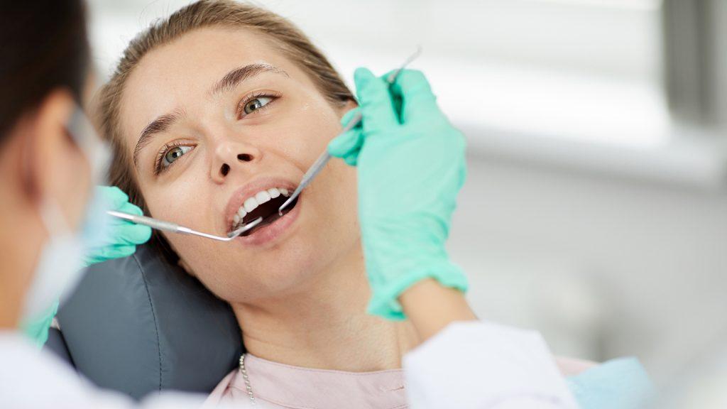 La profession dentaire estime à 1000 euros le surcoût mensuel d'équipements de protection pour chaque cabinet dentaire 😬 👉 https://t.co/7B3oKcDxOO #dentiste https://t.co/maQRYBq30i