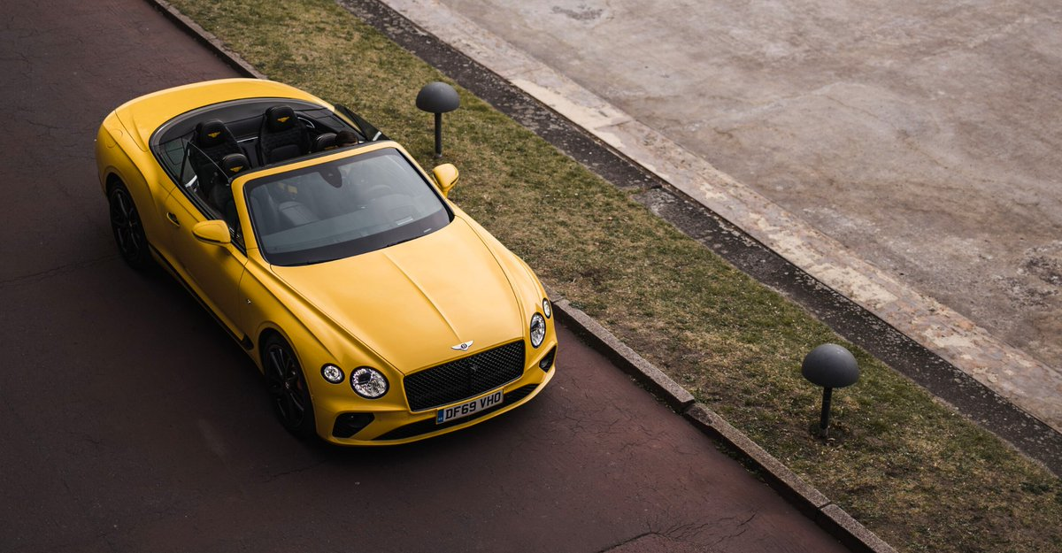 We call it 'the art of parking.' The #Bentley #ContinentalGT V8 #Convertible. _ Photo by Kirill Kirsanov pic.twitter.com/SpcnHQ75ZE