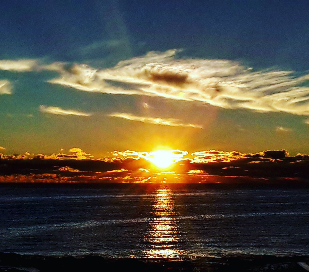Day 1: #MayIRecommendA2Z I recommend #AtlantisOceanfrontInn #Gloucester, #Massachusetts  ...because of those stunning #sunrises and #oceanview in each room!  Perfect kick off for a #NewEngland #roadTrip!   https://bit.ly/2ybFqrM  @journiesofalife @ExpressionsSA & @live4sightspic.twitter.com/0r8CFWCZSf