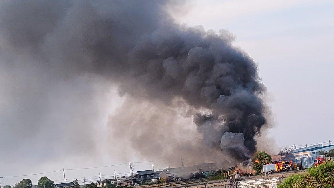 稲沢市西溝口町で火事が起きている現場の画像