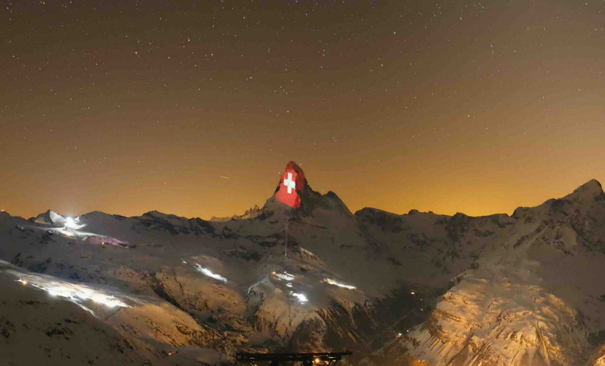 Why not tune in this evening to watch the messages from the #Matterhorn ?  #hopeintimesofcorona #gerryhofstetter #Switzerland @1000Switzerland #mountains
