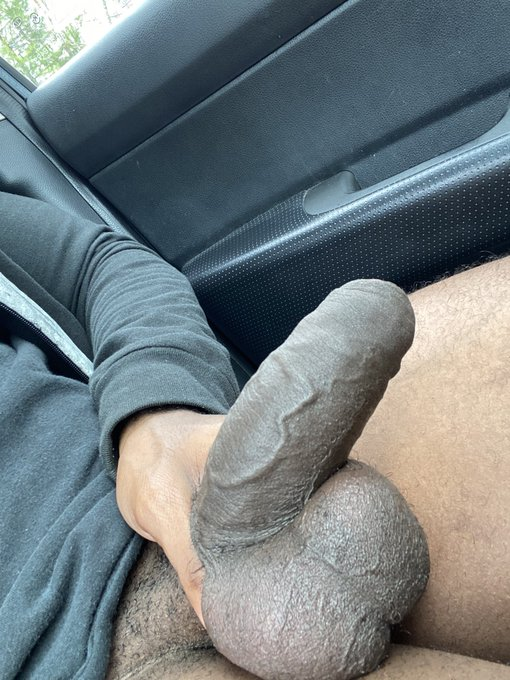 2 pic. My balls are so full 🥵 https://t.co/99FOCd4uKF