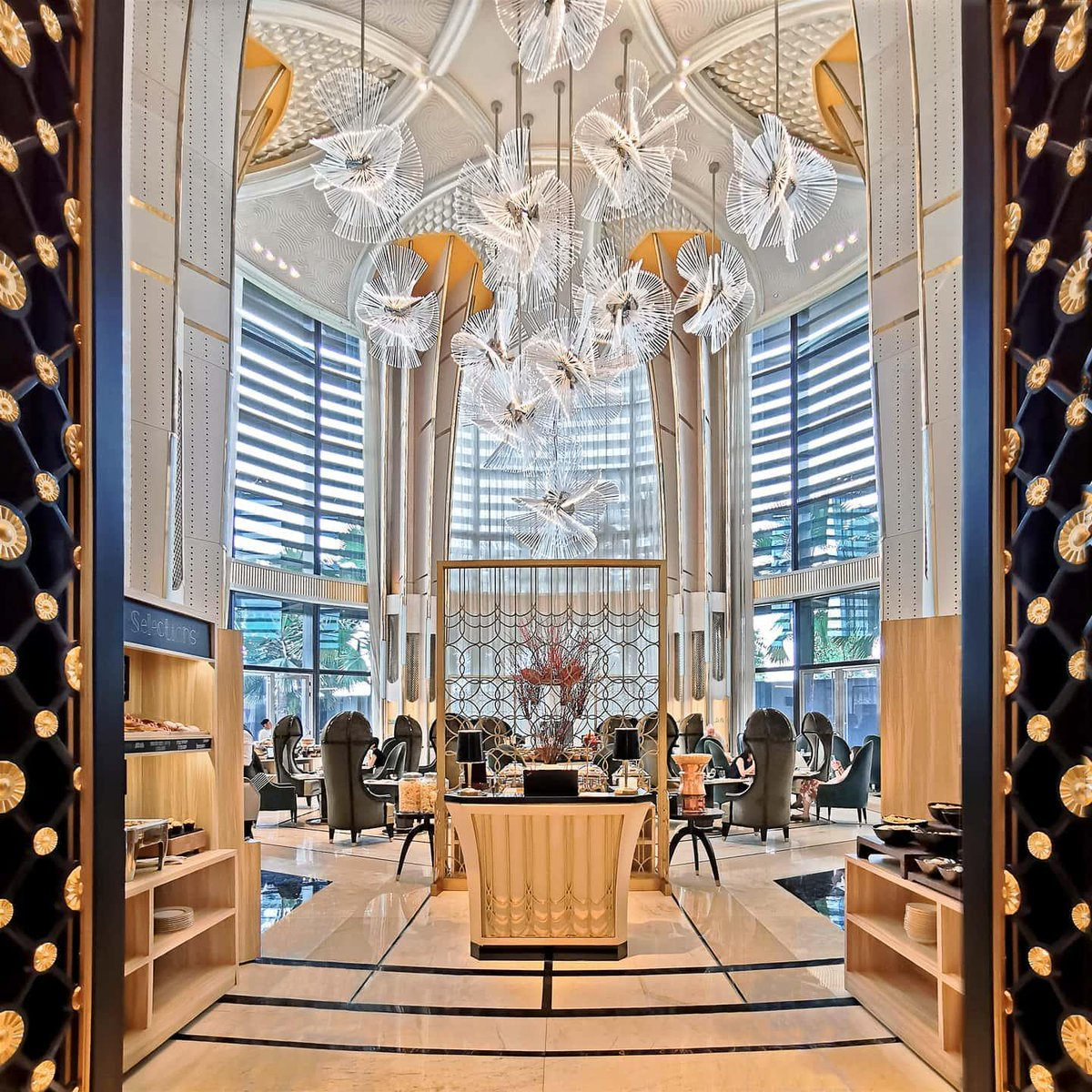 With 19th-century French art-deco touches and a glittering Lasvit chandelier, breakfast at @FSJakarta's Palm Court is an experience worth daydreaming about. 😍 📷: eater. ph #Jakarta #DreamWithFS https://t.co/mKiOuM0rNJ