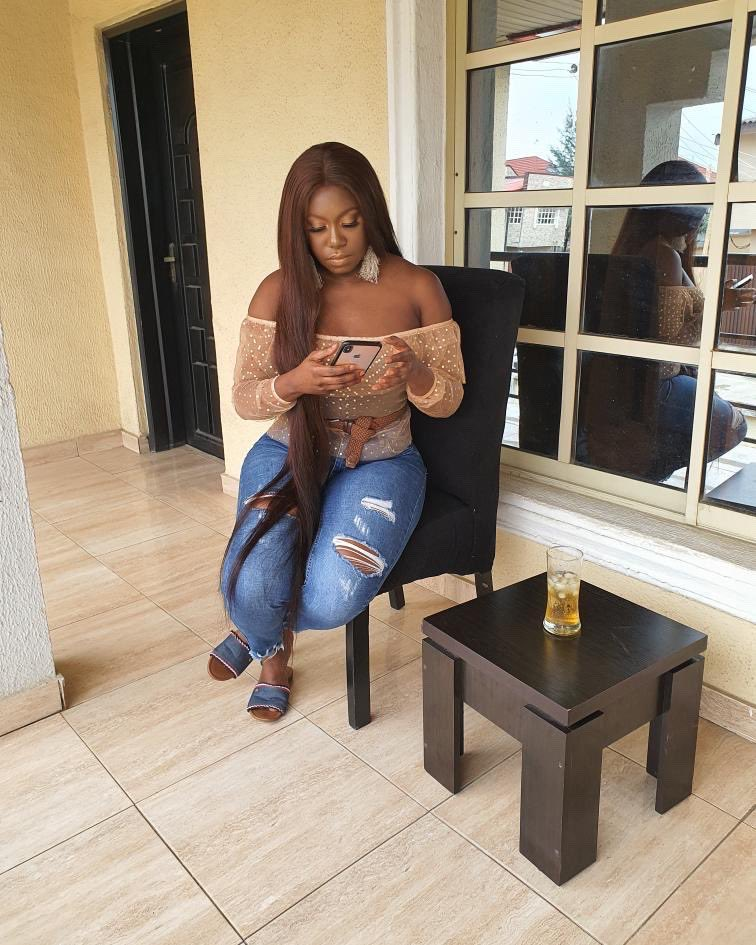 Niniola Coloursandsounds On Twitter Sitting Pretty Sipping And Minding My Buisness