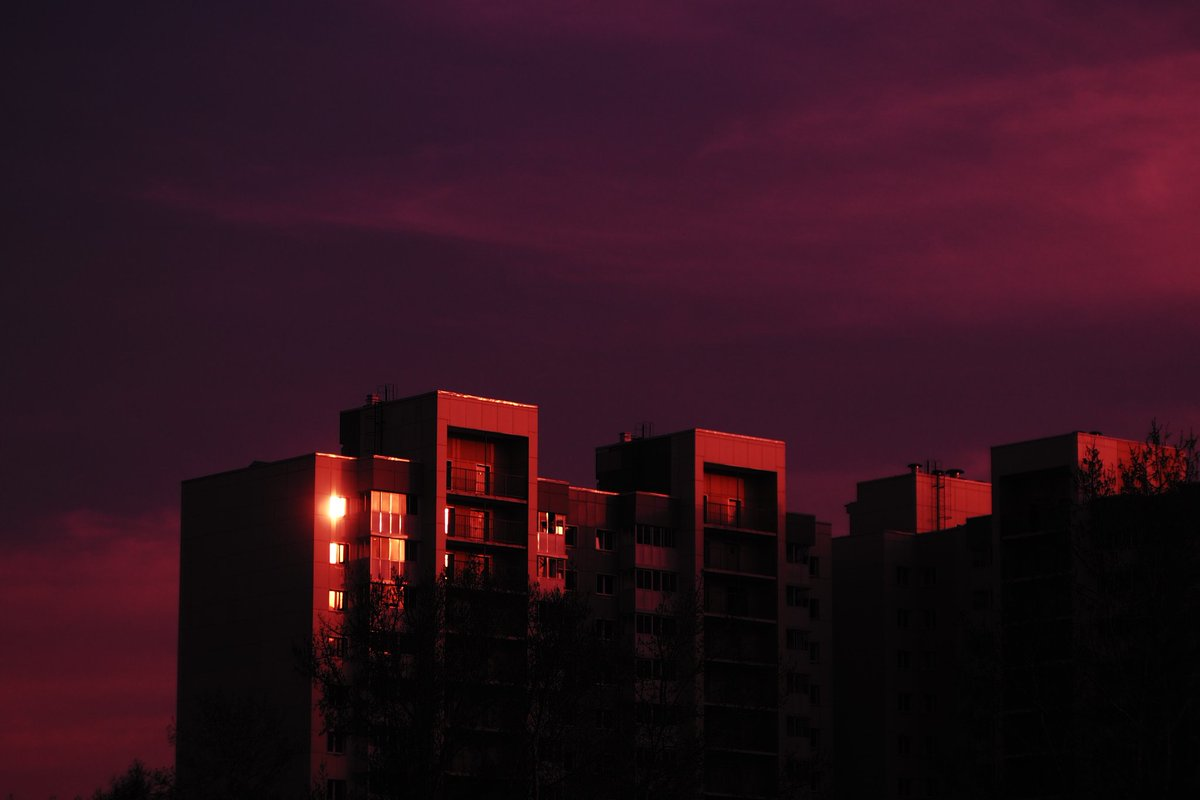Yeah, that's an excessive use of red and pink but it seems like I'm gonna exploit the hell out of the filter 🤷♀ ⠀ God bless Japan yet again 🙏 ⠀ #postapocalyptic #crossprocessing #siberia #russia #isolation #qurantinelife #light #sky
