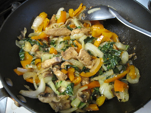 When you can't think of what to make for dinner, see what's in your vegetable bin!  https:// momscookinghelp.blogspot.com/2020/05/raidin g-your-vegetable-bin-stir-fry.html  …  #vegetables #eat #eatwell #SaturdayKitchen #SaturdayVibes #homecooking #chicken #Dinner #healthylifestyle #foodblog #QuickAndEasyFood #yummyfood<br>http://pic.twitter.com/KS6N2FWfVt