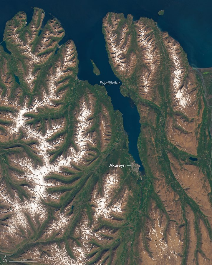 #Iceland's longest fjord is a prime destination for whales, scientists, and tourists. earthobservatory.nasa.gov/images/146657/… 🐳🇮🇸