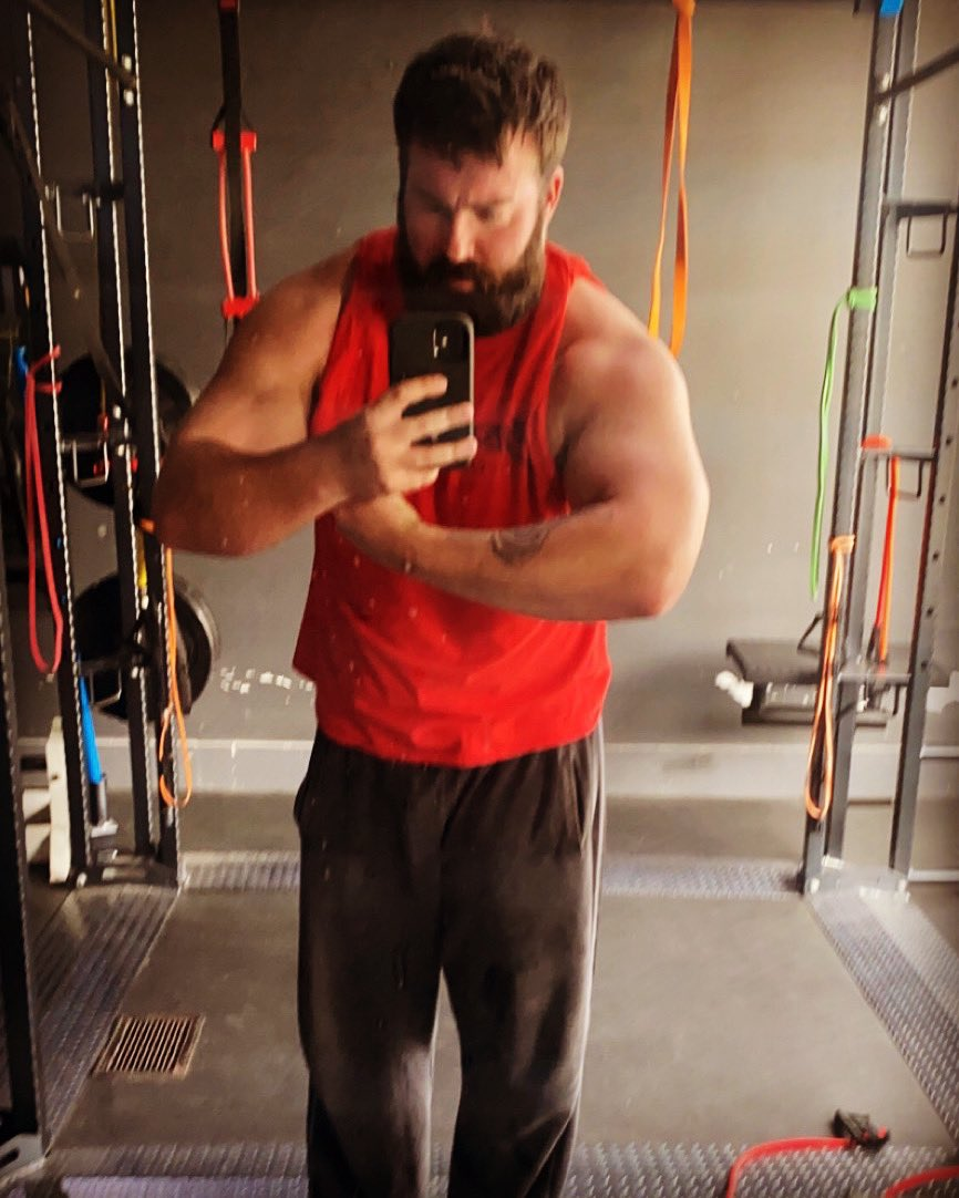 Out here looking like Thicky Ricardo. #Ravenous #ThickRude #BigManBusiness #FitFam #Fitness #GarageGym #ProWrestling #Powerlifting #Pittsburgh #ArmDay #BulkingSeason #FreaksAndPeaks #BodyBuilding<br>http://pic.twitter.com/IeL2MGudVG