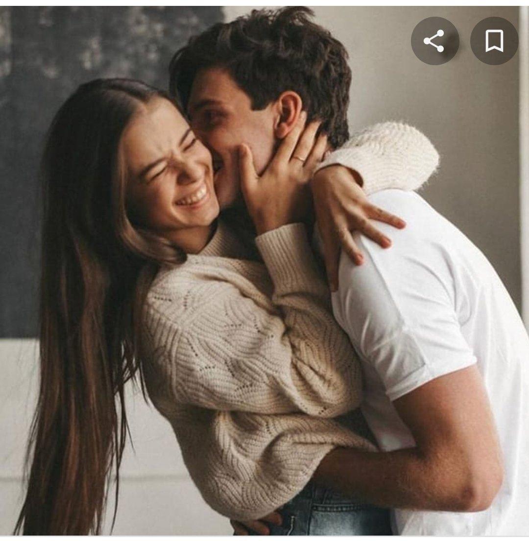 La foto que sube la gente normal por su aniversario/ la que sube mi novio https://t.co/FaNDKAqghI