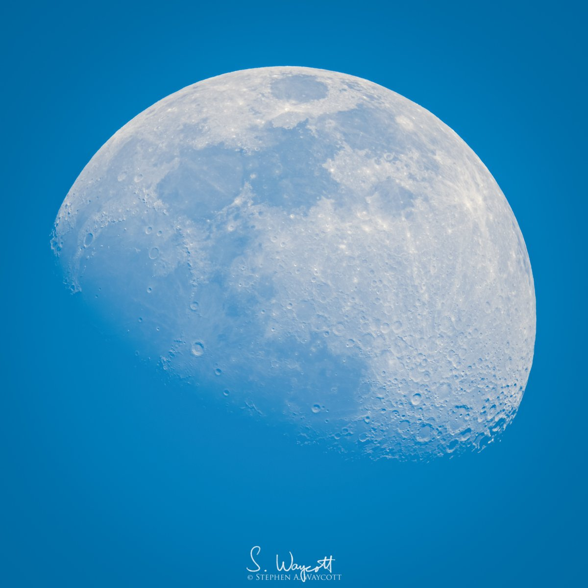 Playing around with the bright daytime moon this afternoon.  Nikon D850 + Sigma 500mm f/4 Sport + TC-2001, supported by Jobu Design Algonquin tripod + Heavy Duty MK IV gimbal head  #moon #daymoon #Nikon #D850 #Sigma500sport <br>http://pic.twitter.com/rkVONs0cGE