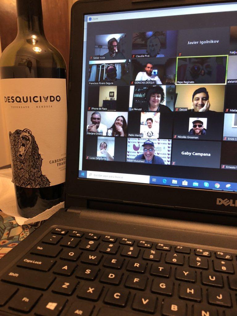 Un sabado a la noche diferente de #misacueveravirtual con los #ProductoresAmigos  Cabernet franc de @DesquiciadoOk acompaño la velada #winelover #wineandfriends #yomequedoencasapic.twitter.com/zn1R2b312v