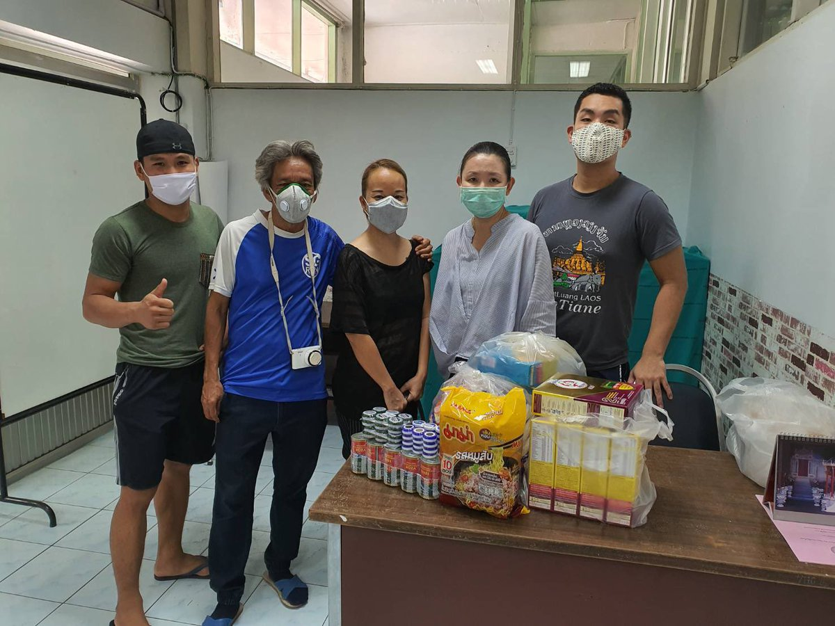 経済的な助けが必要な妊婦さんを支援している病院に、粉ミルクや食料を寄付しました。  「そういや何か、日本人が来たなー」  いつの日か、そう思ってもらえればそれでいいんです。  #savechiangmai pic.twitter.com/d6EIGWTxpk
