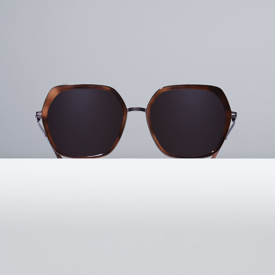 Power Shapes – Oversize sunglasses VALDA exudes a modern sense of authority with a vintage-inspired silhouettte. Available in Mocca/Zanzibar and more colours. https://t.co/Akn3vxxOeJ #MYKITA https://t.co/n7GLUryxx7