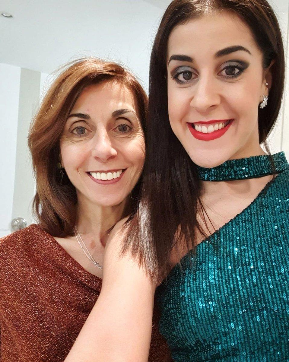Feliz día, mamá! 🤗 Te quiero con locura ❤️  Happy day, mom! 🤗 I love you dearly ❤️ https://t.co/grAk9d0cqF