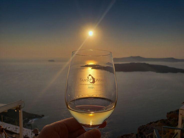 #Santorini sunset @SantoWinery brings back wonderful memories! #winerytours #sundaysunsets  @always5star @_sundaysunsets_  @RoarLoudTravel  @RoadtripC  @suziday123  @SamanthaJohnson @GrnLakeGirl  @MadHattersNYC  @talkavino  @LiveaMemory  @FolderRed @magee333  @_sundaysunsets_pic.twitter.com/Vm0gXNiLG4