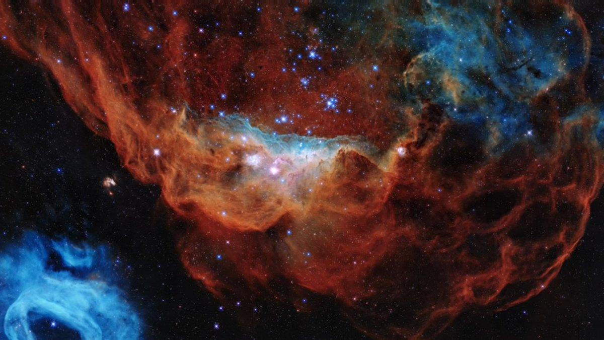 Ce fantastique cliché a été pris par le télescope Hubble pour fêter ses 30 ans !  On y voit deux nébuleuses qui donnent furieusement envie de monter à bord du Normandy pour les explorer...   La NASA a fait une chouette vidéo : https://t.co/YlVjRShB5V https://t.co/ymvyDiVp55
