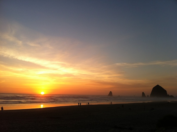 Saturday or Sunday, not sure which, but love this one from Cannon Beach, Oregon: .  #StayAtHome #SundaySunsets #Oregon #traveloregon #westcoast #westcoastisthebestcoast @_sundaysunsets_ @RoarLoudTravel @always5star @GreenMochila @angelsnmom h/t @lesliedines https://twitter.com/MadHattersNYC/status/1256954220017844227…pic.twitter.com/PNwiUJohCE  by Oregon Child Welfare Reform Advocate