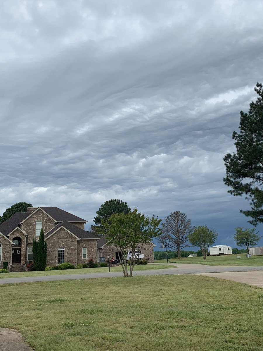 Pretty dark to the NW of Central #angrysky #valleywx https://t.co/l0e3uvAyTo