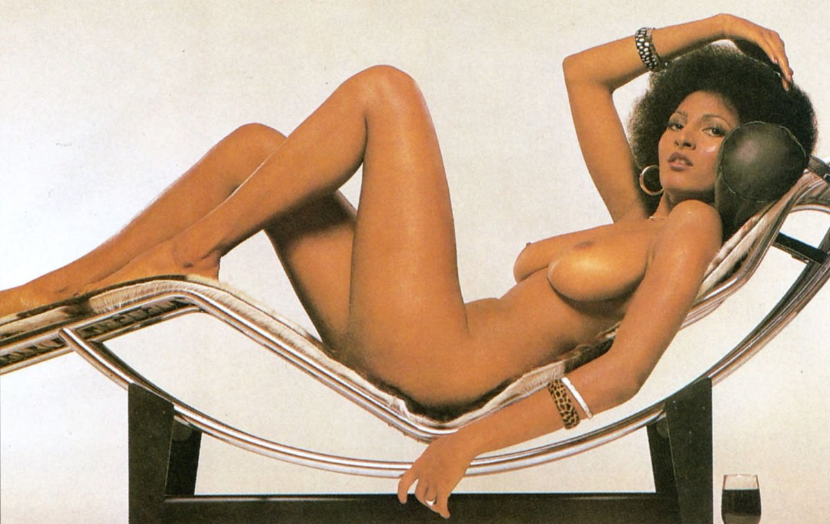 Pam grier but naked — photo 10