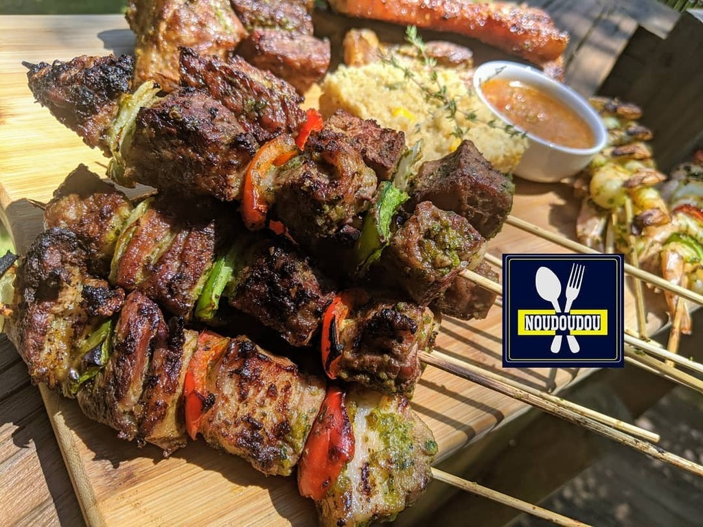 Hello foodies babes sundays are for bbq yes or yes ?! Beef , pork and shrimps skewers  Part 1  #atlanta #bbq #beef #shrimps #porkbellyrecipe https://instagr.am/p/B_vMMOeDDdG/ pic.twitter.com/KITG35uVN2