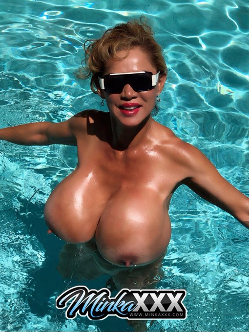 2 pic. #SexySunday #Bigtits #XLimplants #Tinywaist #HugeClit Hope all my followers, fans and members