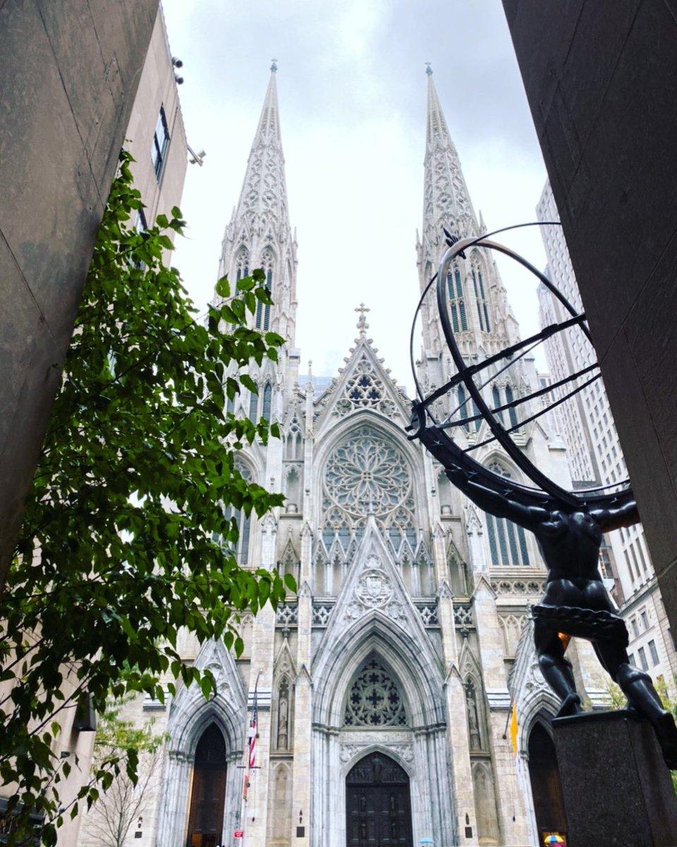 St. Patrick's moments#whatimissaboutsundays  #stpatrickscathedral #newyork #nyc #manhattan #rockafellercenter #nycviews #ilovenyc #iny #churchesofnyc #nycchurch #sidewalkerdaily #streetviews #streetphotography #nycprimeshot #nycphotography #travelmemories #traveldiariespic.twitter.com/yijqEVybEu