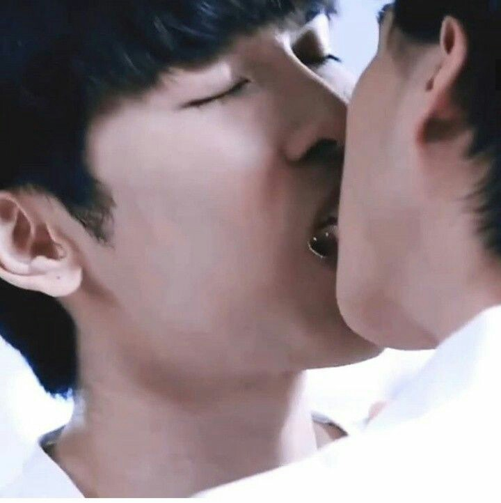 100 ways of KISSing by MEWGULF --a thread (featuring tharntype)  #MewGulf  #tharntype  #หวานใจมิวกลัฟ 1. THE actual KISS( by tharntype) (mewgulf cant relate)