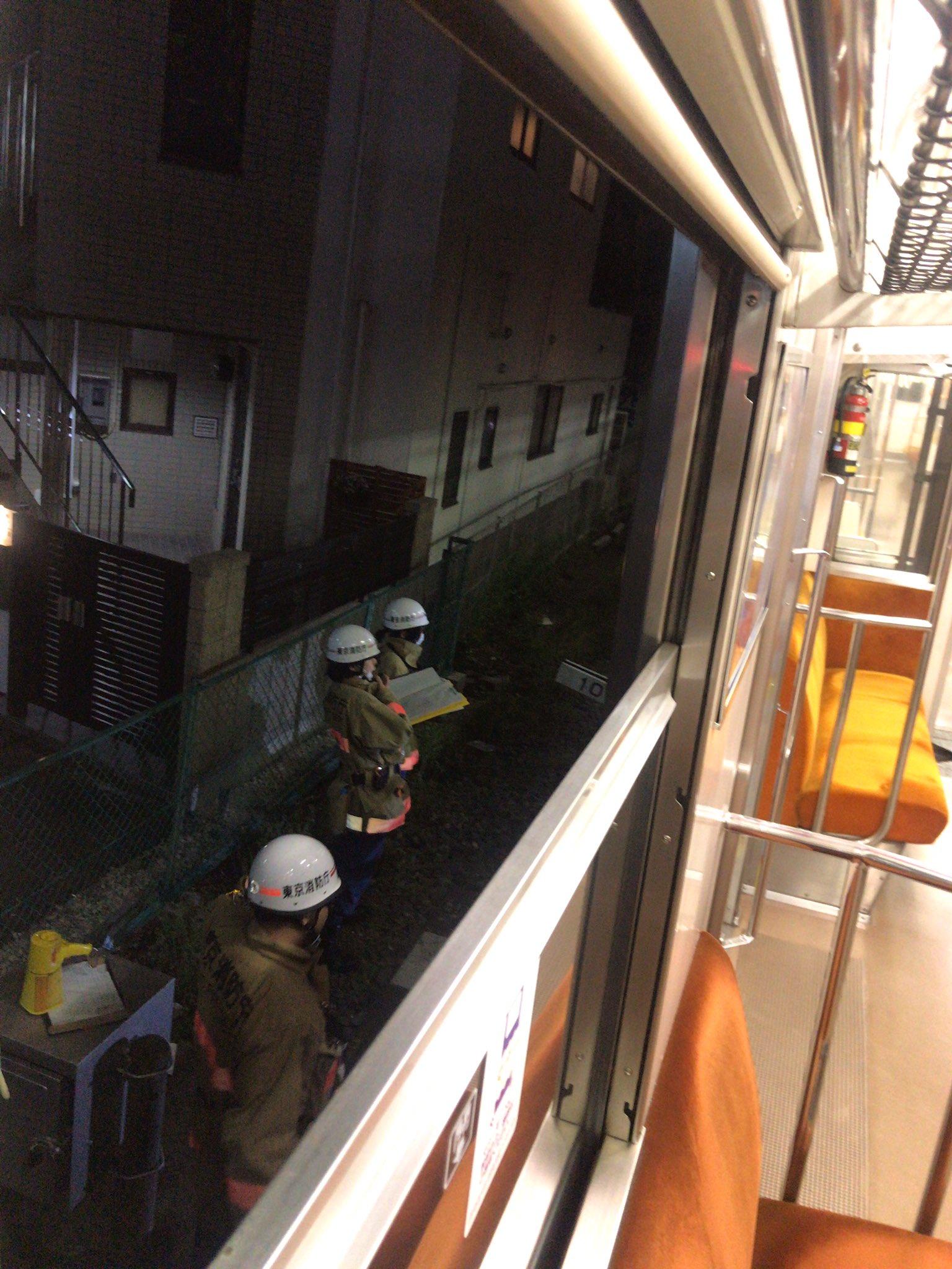 東武スカイツリーラインの鐘ヶ淵駅の人身事故で救護活動している画像