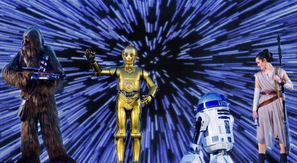 Aujourd'hui, c'est Star Wars Day! 💫 Fêtez cet événement galactique en partageant  en commentaire vos photos préférées avec les Personnages de Star Wars ! #MayThe4thBeWithYou https://t.co/vmNl8nEHSb
