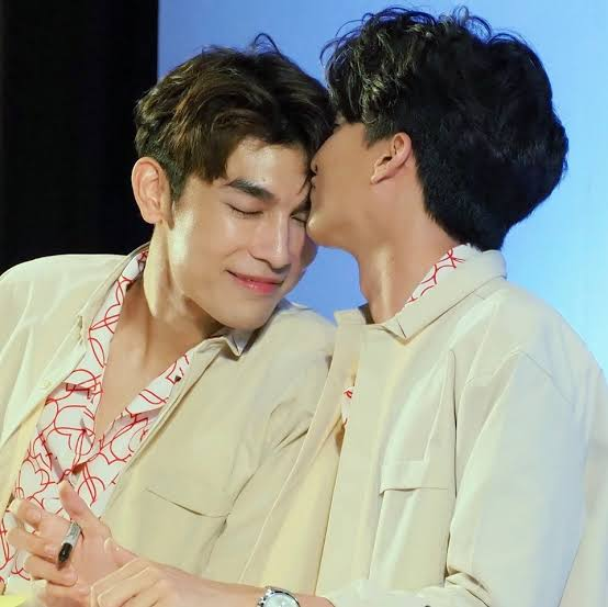 """4. it's called """"phi-nong"""" kiss..mewgulf territory dominates here!"""