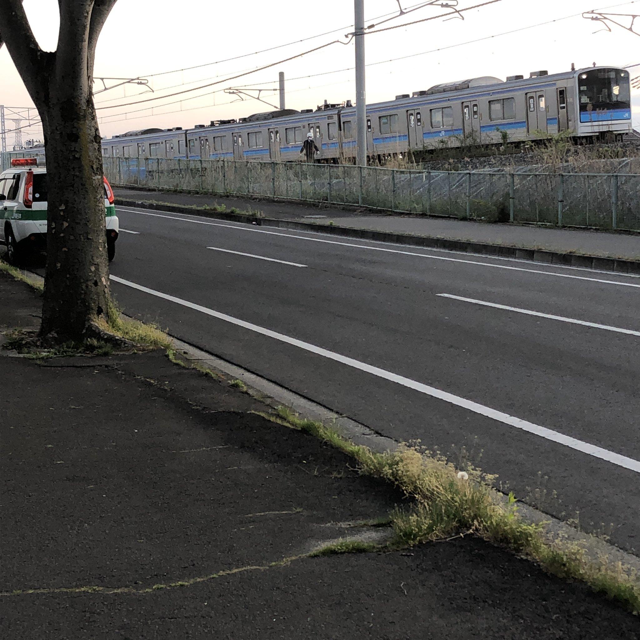 仙石線の人身事故で現場検証している画像