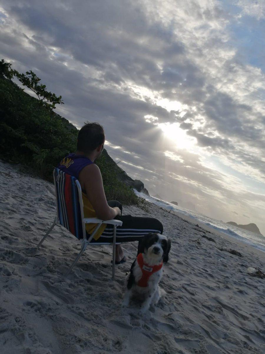 #praiadomeio pic.twitter.com/LuvBoL2Sk4