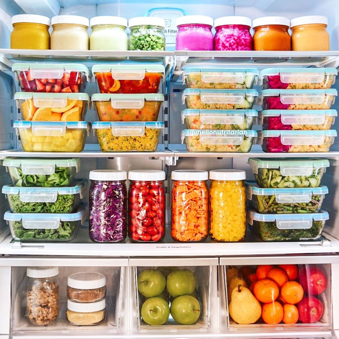 We're getting used to keeping our fridges organised like Hello Nutritarian. A daily shelf shuffle can help minimise food waste and a post-it note system makes it easy to always keep your fridge fresh. Try grouping ingredients together for new recipe inspo! #FridgeGoals